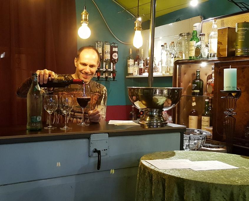 Atelierbar Barmann Willi